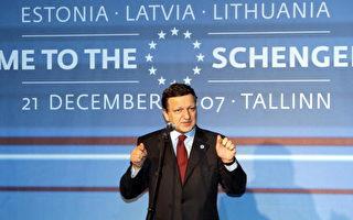 欧盟委员会主席巴罗佐(jose manuel barroso)在申根免护照区扩大的庆祝仪式上 (RAIGO PAJULA/AFP/Getty Images 2007-12-21)