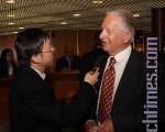瑞士地產開發商Rurik Giltsoff接受記者採訪。(攝影:章樂/大紀元)