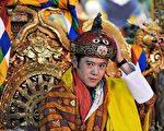 新国王加冕成为世界上最年轻民主国家的最年轻国王。(PEDRO UGARTE/AFP/Getty Images)