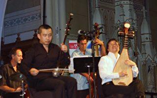 图:高韶青(左一)和涂善祥(右一)在渥太华的演奏。(摄影:梁耀/大纪元)