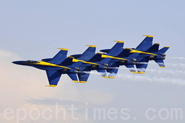 组图:圣地亚哥航空展蓝天使特技飞行队