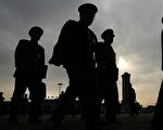 要對今天中國整體道德滑落負責的正是中共,而中共嫁禍民眾「道德低下」,假借「道德」棍子打人等,都是為了逃避責任。 (Staff: MARK RALSTON / AFP)