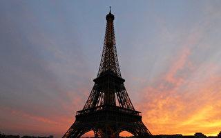 法國在2012年起會在埃菲爾鐵塔上種植60萬棵植物,令鐵塔變成一棵超級巨樹,藉此令鐵塔成為「巴黎之肺」。(圖片來源:THOMAS COEX/AFP/Getty Images)