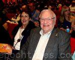 前扶輪社主席特里‧強生(Terry Johnson)先生觀看了當晚的演出後表示演出「非常的美好」。(攝影:唐寅/大紀元)
