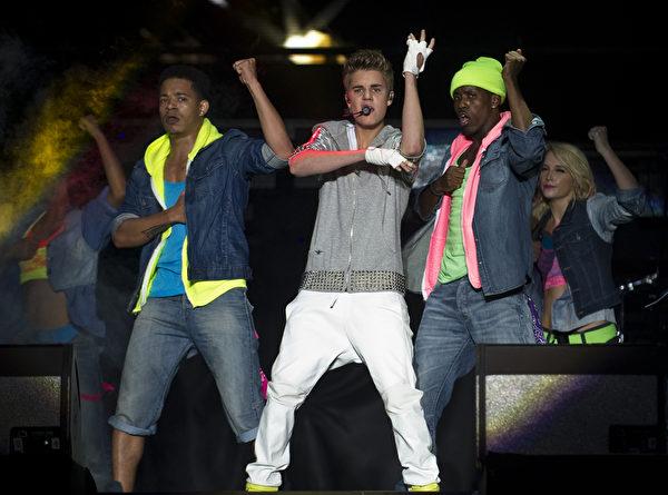 加拿大歌手賈斯汀•比伯(Justin Bieber)在墨西哥城舉行演唱會。(Ronaldo Schemidt/AFP/GettyImages)