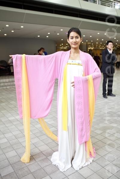 名媛朱雪海演绎传统汉服(摄影:余钢/大纪元)
