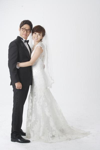 韩国女星金南珠(右)所主演的韩剧《小媳妇女王》,戏里有个对她百般体贴的老公柳俊相。(图/纬来戏台剧台提供)