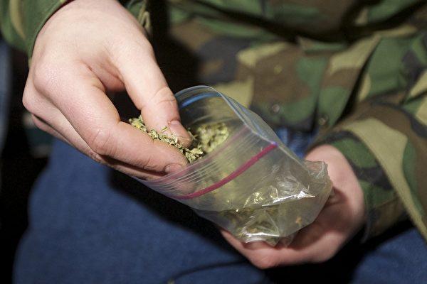 卑獄警重刑監獄賣大麻被捕