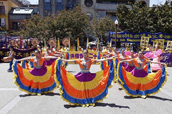 舊金山法輪功學員慶祝法輪大法日。(攝影﹕李明/大紀元)