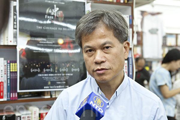 前立法局议员冯智活表示,衷心佩服法轮功学员的坚忍,希望残忍的迫害不要再发生。(摄影:余钢/大纪元)