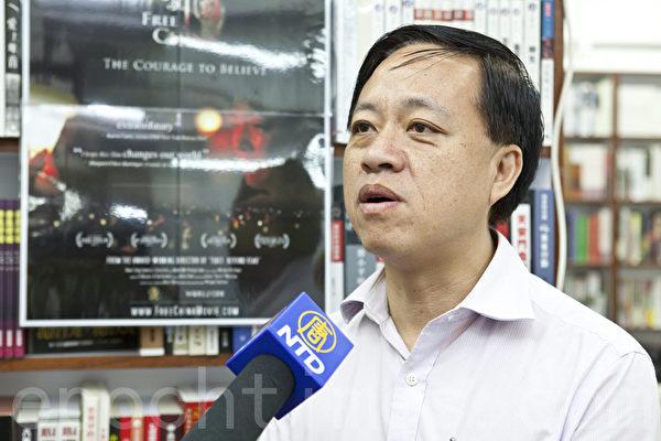 西贡区议员林咏然称赞说,这部片子能够在一国两制下的香港播放,可以说是很有意义。(摄影:余钢/大纪元)