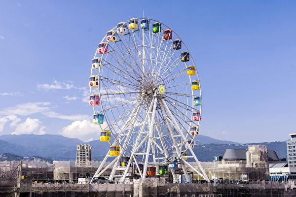台北兒童新樂園超吸睛水果摩天輪遊具。(台北市政府提供)
