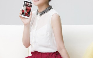 Selina首獲手機代言 廣告新照俏麗可愛
