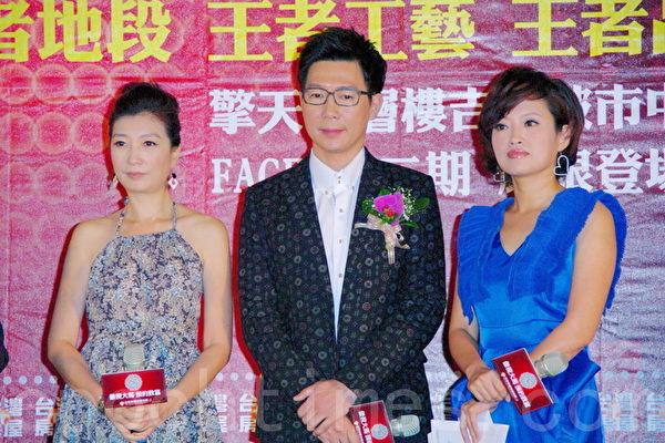 品冠(中)、黄嘉千(左)出席台湾房地产代言活动。(摄影:黄宗茂/大纪元)