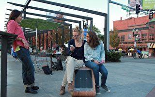 波士顿试用太阳能座椅充电手机