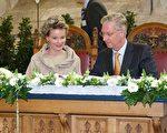 比利时菲利普国王在7月份登基后,受民众欢迎的程度大增。图为国王与玛蒂尔德王后(KURT DESPLENTER/AFP/Getty Images)