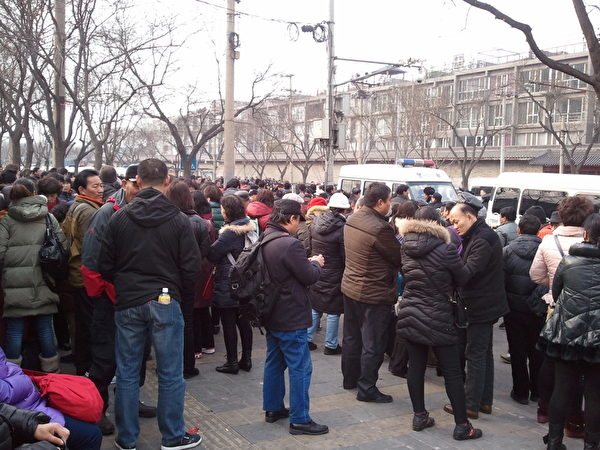 每年中共「兩會」,來自全國各地的訪民聚集在北京,通過各種方式向中南海「喊話」。(知情者提供)