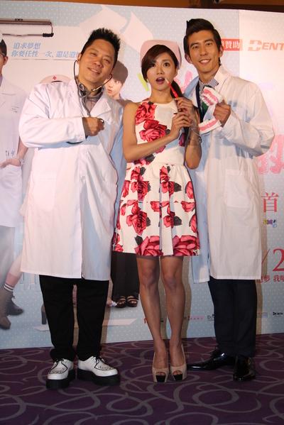 電影《做你愛做的事》台北首映,片中主演卜學亮(左起)、蔡黃汝與修杰楷。(華映提供)