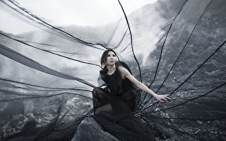 林凡披6公尺降落傘裝  黑裙竟成大蚊帳