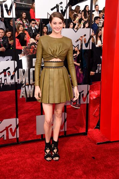 2014年4月13日,谢林•伍德蕾现身MTV电影奖颁奖典礼,并上台介绍了自己主演的夏季档新片《星运里的错》。(Jason Merritt/Getty Images for MTV)
