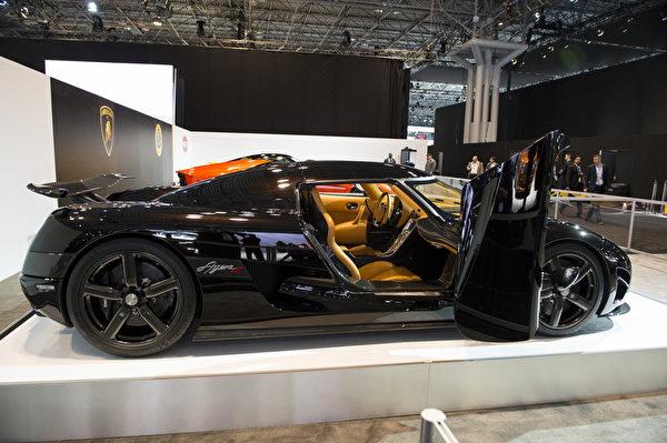 科尼赛克拥有400公里/小时时速的完美超级跑车。(戴兵/大纪元)