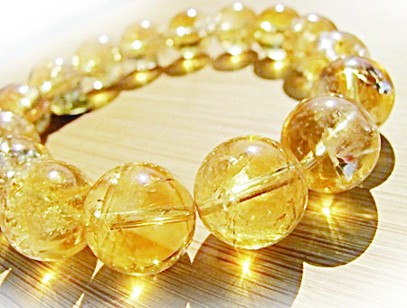 黄水晶是华人最喜爱的宝石品种。(图片由本人提供)