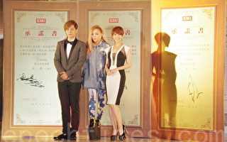 张惠妹(中)于6月30日在台北正式宣告带领罗志祥(左)、杨丞琳(右)共同加入环球EMI唱片公司。(黄宗茂/大纪元)