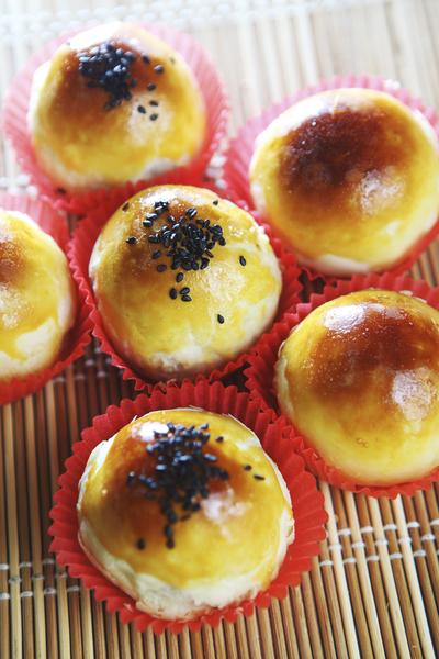 月餅是高熱量、高脂肪、高膽固醇和高糖分的食物,讓人「既愛又恨」。(fotolia)