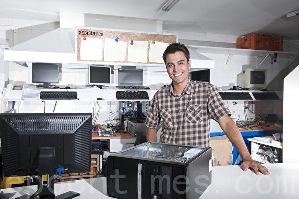 美国劳工部说,计算机系统管理员在2022年前将增加4.29万个新职位。(Fotolia)