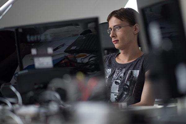 美国劳工部预计,在2012-2022年之间计算机程序员的就业成长率是8.3%。(JOHANNES EISELE/AFP/Getty Images)