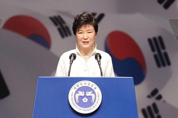 朴槿惠强调,未来一年,经济复苏是重中之重,同时再次提到朝鲜半岛统一问题。(Chung Sung-Jun/Getty Images)