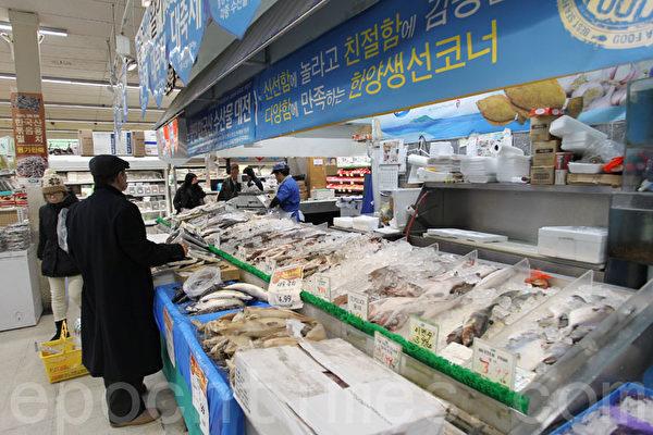 汉阳超市的海鲜食品都是从韩国空运过来。(张学慧/大纪元)