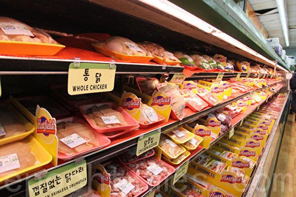 汉阳超市的肉食经常会打折优惠出售。(张学慧/大纪元)