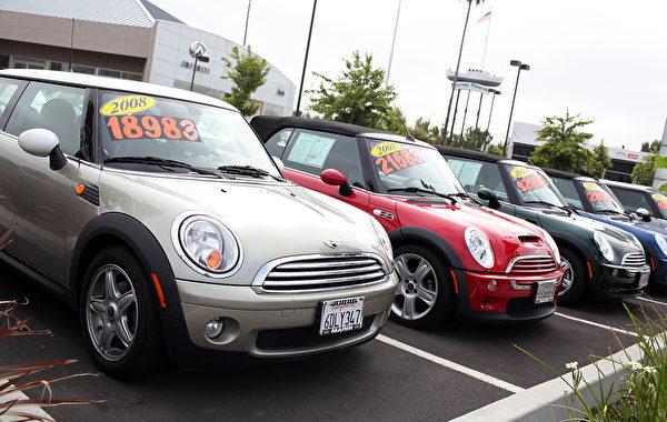 要花些时间研究和了解所购车辆的市场行情。在不同网站上按照车型进行搜索,可得到一些价格的概念。(Justin Sullivan/Getty Images)