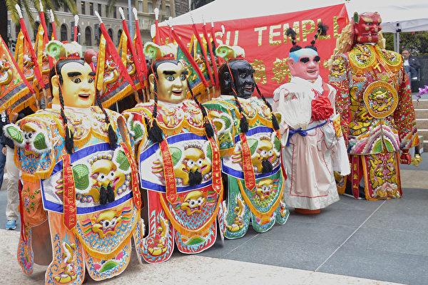 美西最大臺灣文化節 年輕一代感受台灣文化。(楊帆/大紀元)