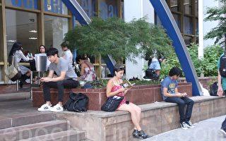 中国学生热衷美国高考 富人子女多
