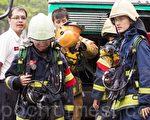 從事消防隊等高危險職業,投保意外險保費可能比一般行業高出4倍,甚至遭到拒保。(陳柏州/大紀元)