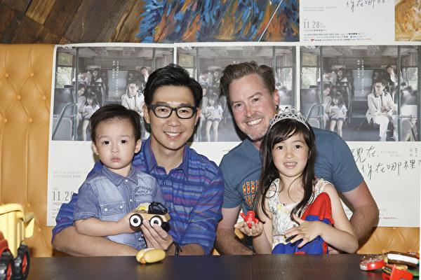 夏克立(右二)父女与品冠(左二)父子合影。(种子音乐提供)