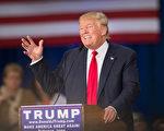 川普在周三(9月30日)说,如果自己当选美国总统, 就把数万叙利亚难民遣返回国。 (Scott Olson/Getty Images)