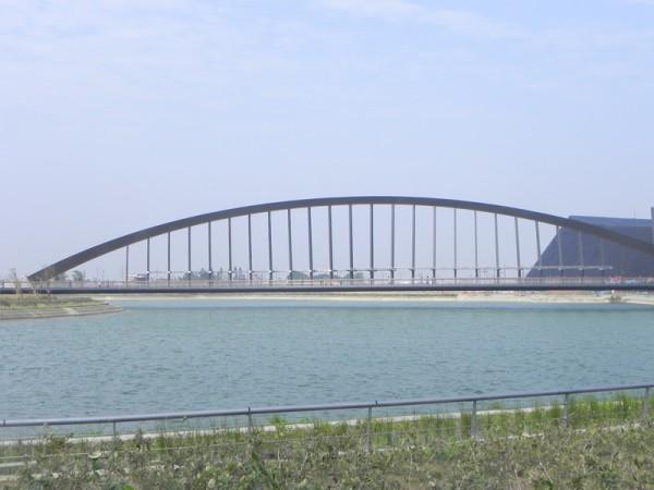 联结故宫南院游客中心与博物馆的至美桥。(蔡上海/大纪元)