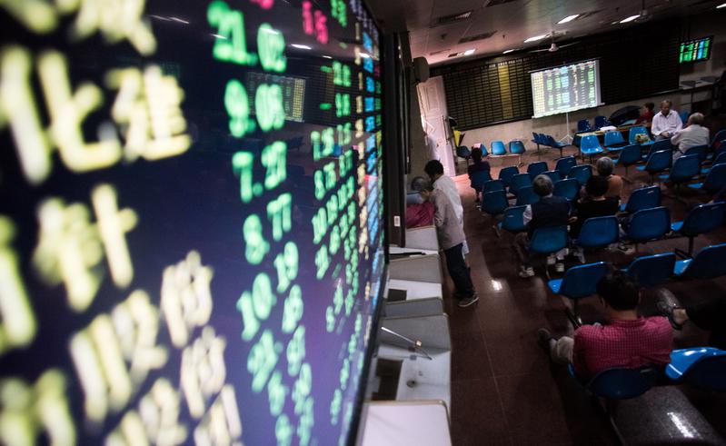 三大股指齊跌 超3300股飄綠 外資淨流出56億元