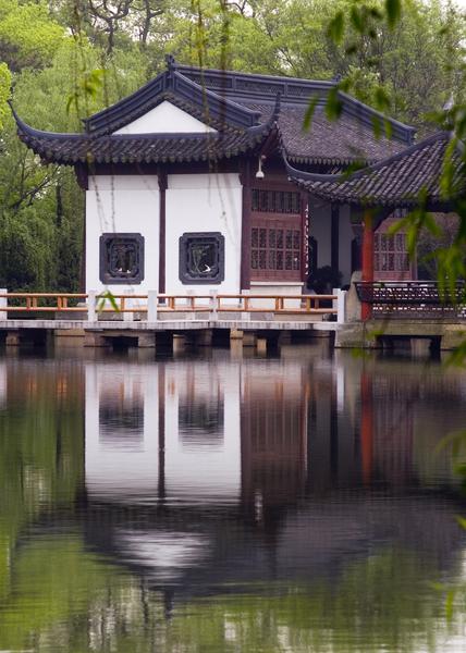 西湖畔的中國傳統建築。(fotolia)