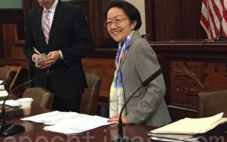 市议会老年委员会主席陈倩雯主持老年局预算公听会。(施萍/大纪元)