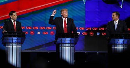 美國共和黨的三位參選人(由左至右)盧比奧 (Marco Rubio)、川普(Donald Trump)和克魯茲(Ted Cruz)3月10日在CNN主辦的共和黨總統競選辯論會上。(RHONA WISE/AFP/Getty Images)