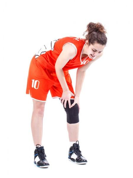 过度运动可以损伤膝关节,引起膝关节疼痛。(fotolia)