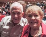2016年4月13日下午,退休前曾任Motorola公司區域經理的William Roselle先生,和多年的好朋友Jane Gabrielson女士一同觀看了在波特蘭市中心凱勒禮堂上演的第二場神韻演出。(文遠/大紀元)