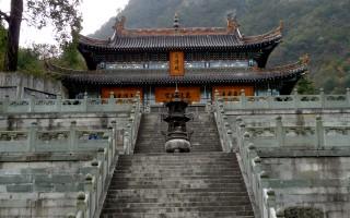 明初年,張三丰帶弟子們遷到位於今湖北省的武當山修煉。圖為武當山上三清殿(Gisling/維基百科)