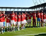 德甲第33轮,拜仁慕尼黑客场2-1击败因戈尔施塔特,提前一轮获得德甲冠军。 (CHRISTOF STACHE/AFP/Getty Images)