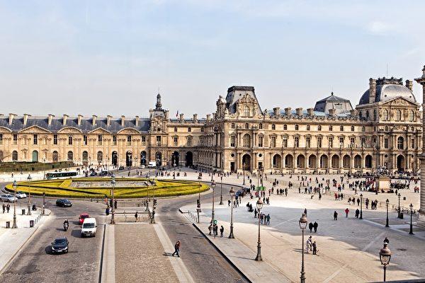 高温破纪录游客没感觉 巴黎人抗热有新招