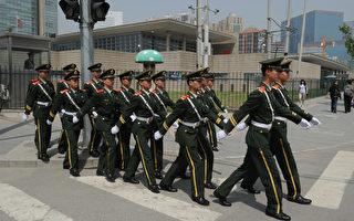 大紀元獨家獲得武警內部消息,習近平清除武警部隊高層中的江派勢力後,正著手推動武警改革。圖為北京的武警部隊。 (MARK RALSTON/AFP/GettyImages)